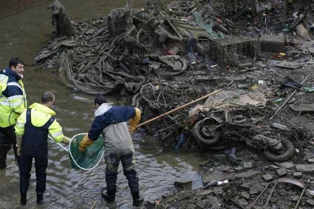 В Париже впервые за последние 15 лет власти решили осушить канал Сен-Мартен