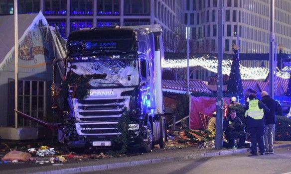 Теракт в Берлине видео. Грузовик въехал в рождественскую ярмарку. Последние новости
