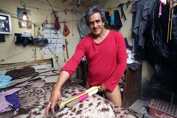 Роберто Кабрера - обладатель самого длинного пениса в мире, фото