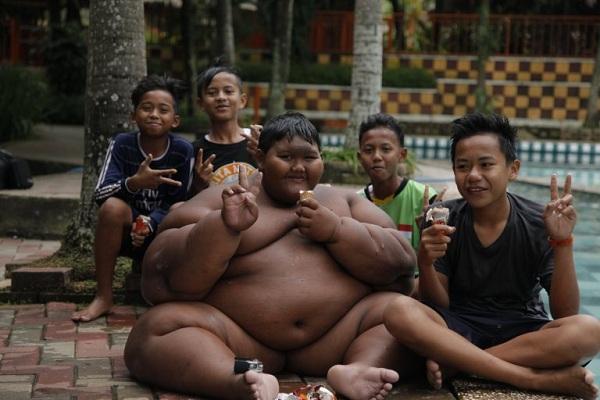 Самый толстый ребенок в мире Арья Пермана из Индонезии похудел на 32 килограмма