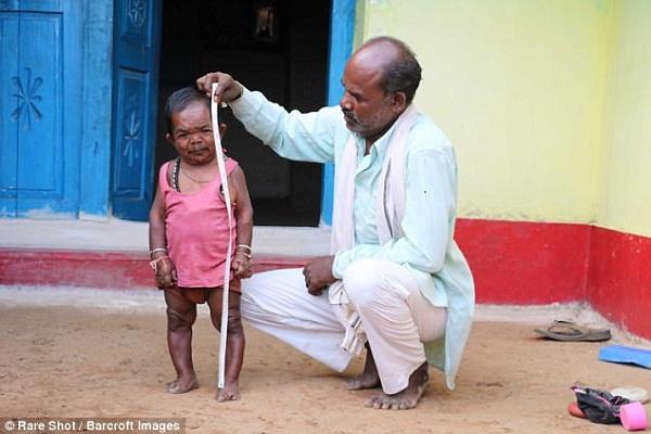 Самый маленький человек в мире - Басори Лал из Индии