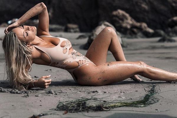 Модель Playboy Линдси Пелас
