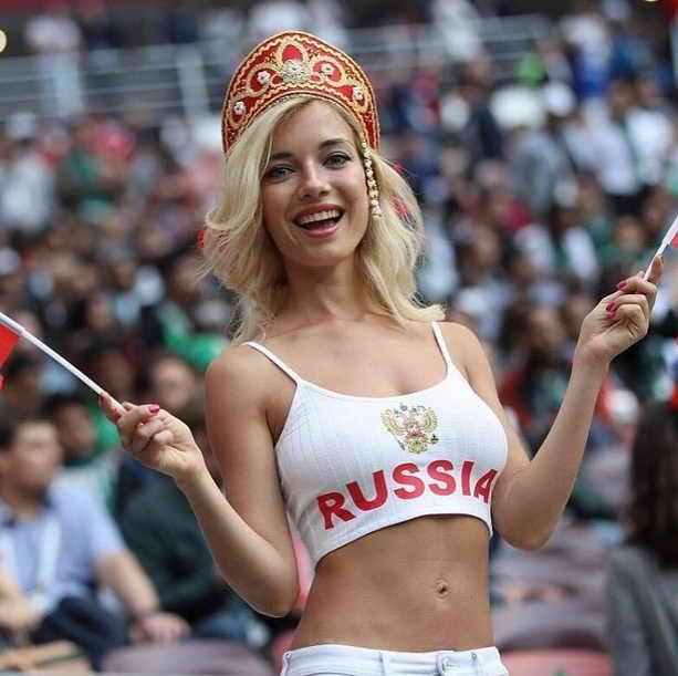 Наталья Немчинова в роли самого красивого болельщика