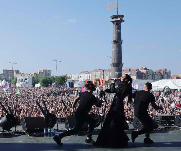 Выступление Ольги Бузовой на фестивале VKFEST в Петербурге