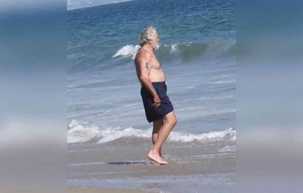 Роберт де Ниро накануне 75-летнего юбилея купался в водах Тихого океана