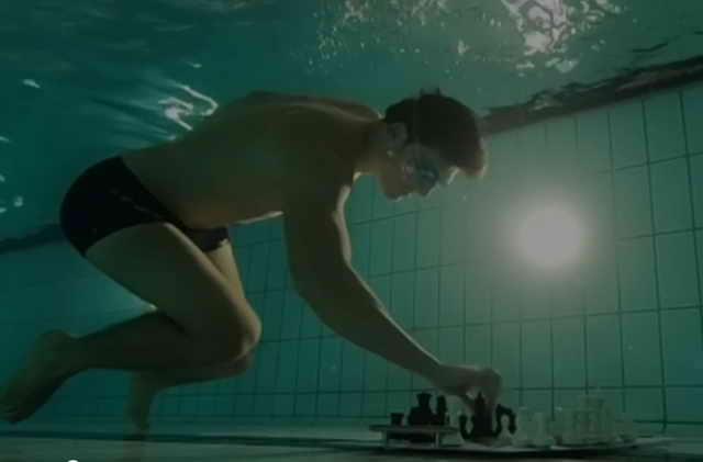 Чемпиона мира по подводным шахматам в Лондоне