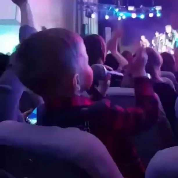 Платон, 5 лет пришел на концерт Сергея Лазарева с микрофоном помогать