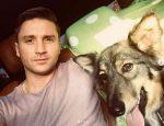Сергей Лазарев взял собаку из приюта на выставке Подарок судьбы