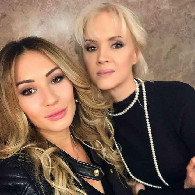Мишель Серова (дочь певца Александра Серова) и мать Елена Стебнёва