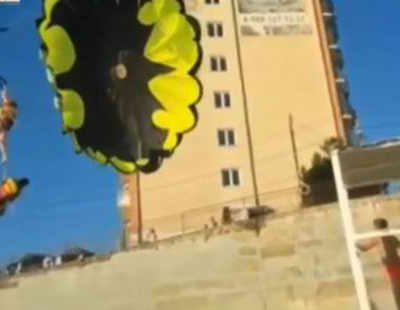 туристы пострадали при полете на парашюте