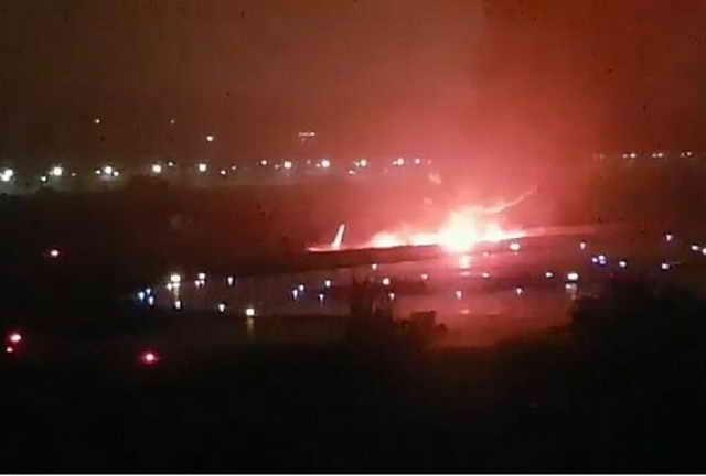 В Сочи Boeing 737 Utair выкатился за ВПП и загорелся