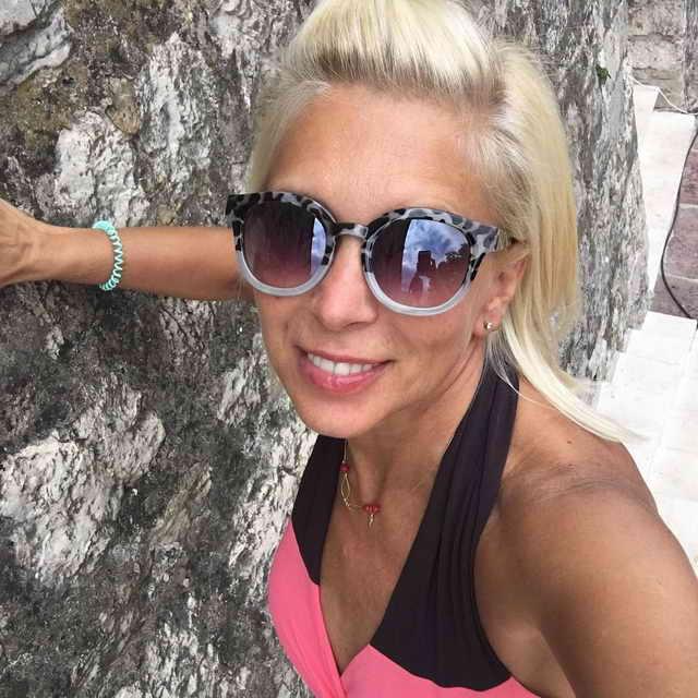 Алена Свиридова отдыхает в Черногории