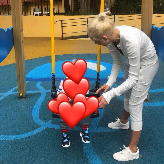 Жена Кокорина Дарья Валитова со своим сыном