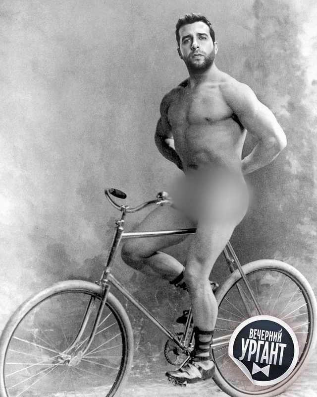 Иван Ургант на велосипеде
