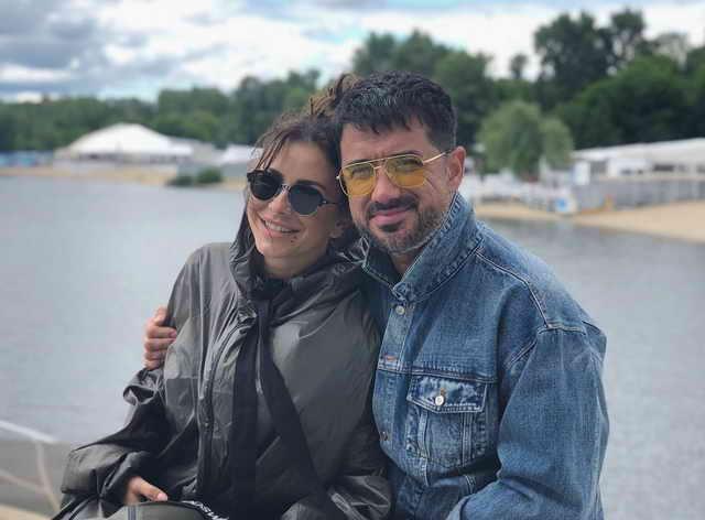 Ани Лорак с мужем Муратом Налчаджиоглу в Киеве 24 июня
