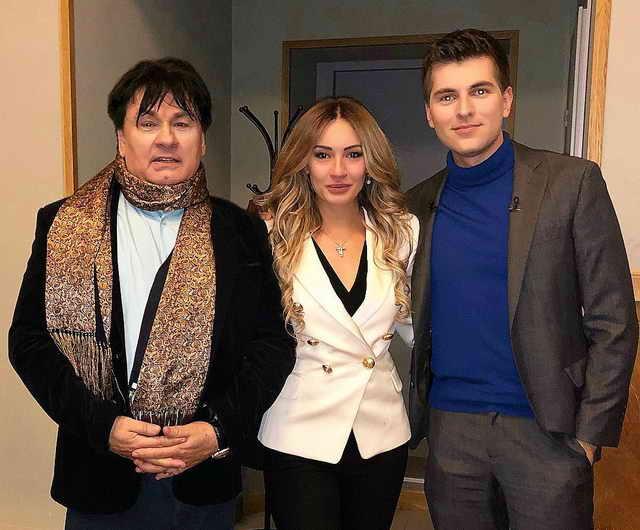 Мишель Серова в окружении своих мужчин Александра Серова и Дмитрия Борисова