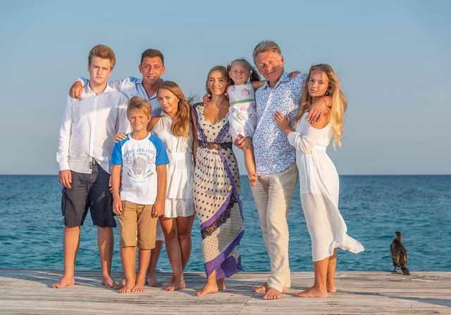 Татьяна Навка и Дмитрий Песков со всеми своими детьми