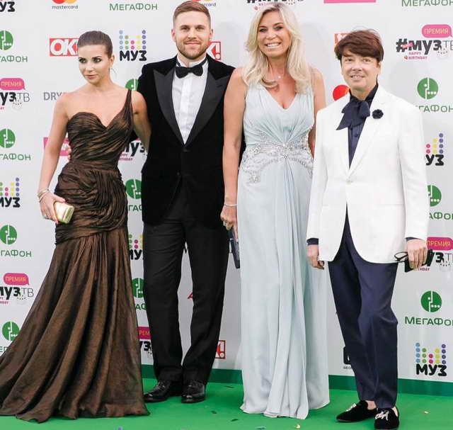 Валентин Юдашкин с семьей на премии Муз-ТВ