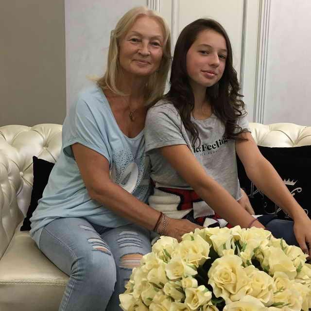 Тамара Волочкова (бабушка Ариши) и Ариша Волочкова