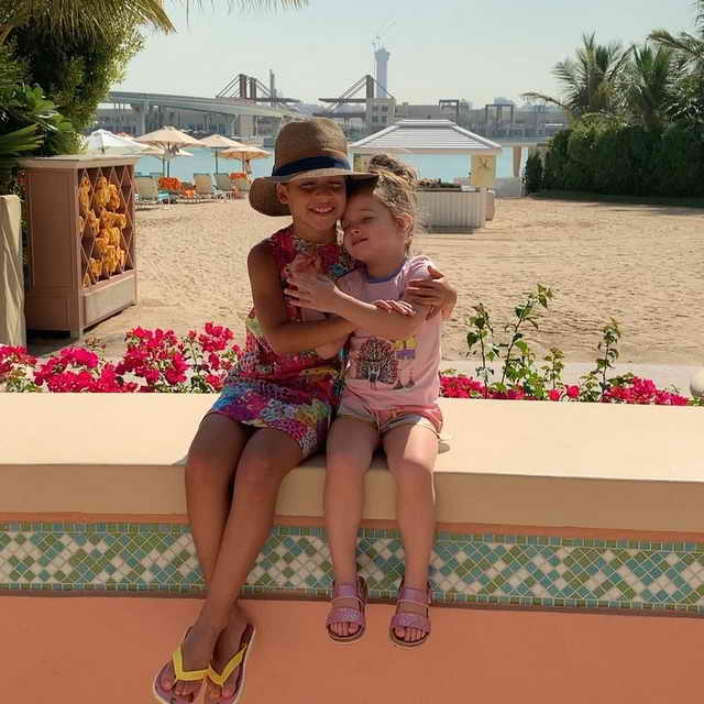 Дочки Ксении Бородиной Тея и Маруся на отдыхе в Атланте