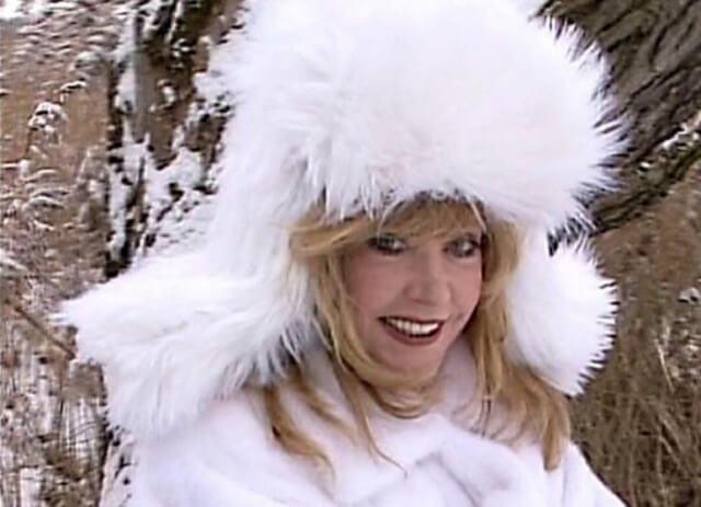 Алла Пугачева в образе снегурочки