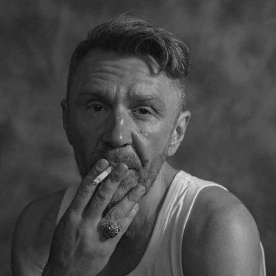 Сергей Шнуров По жизни еду, как и все, я пассажиром