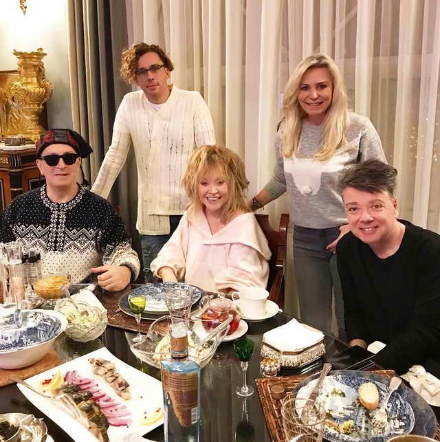 Алла Пугачева, Максим Галкин, Буйнов, Юдашкин и его жена Марина 2 января 2019 года