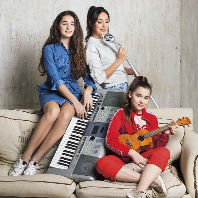 Певица Алсу с дочками: Микелла (12 лет) и Сафина (14 лет)