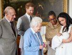 Елизавета II знакомится с правнуком Арчи - сыном принца Гарри и Меган Маркл