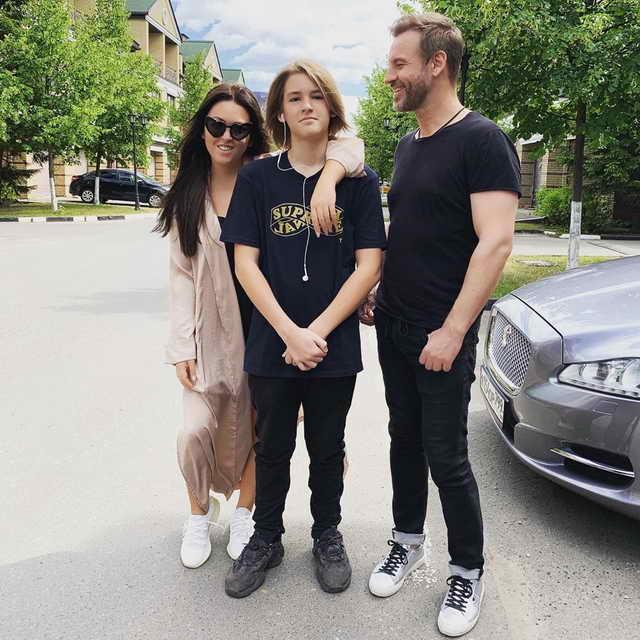 Ирина Дубцова с сыном Артемом и бывшим мужем - Роман Черницын