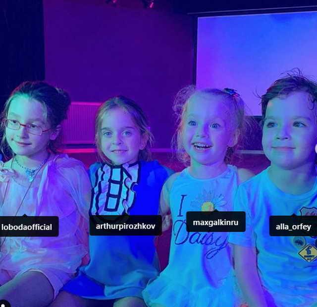 Евангелина Царь (дочь Лободы), Амели Ревва, Лиза и Гарик