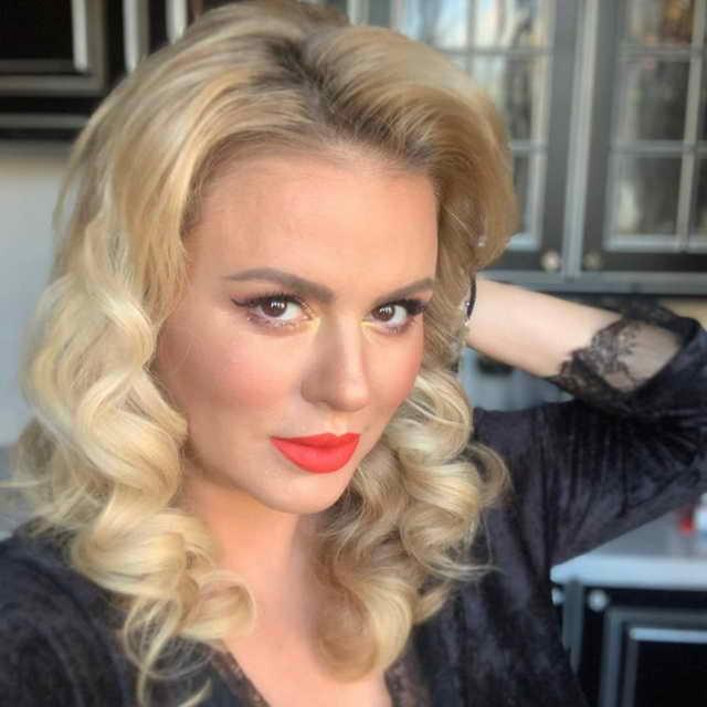 Анна Семенович сделала мейк ап в стиле Мэрилин Монро