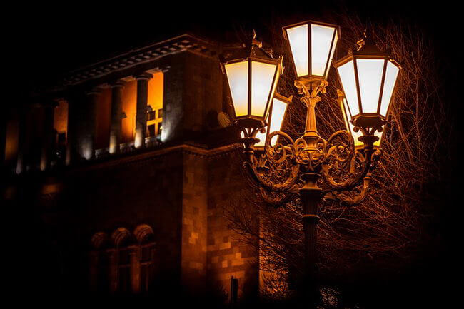 Опоры уличного освещения как неотъемлемая часть уличной панорамы