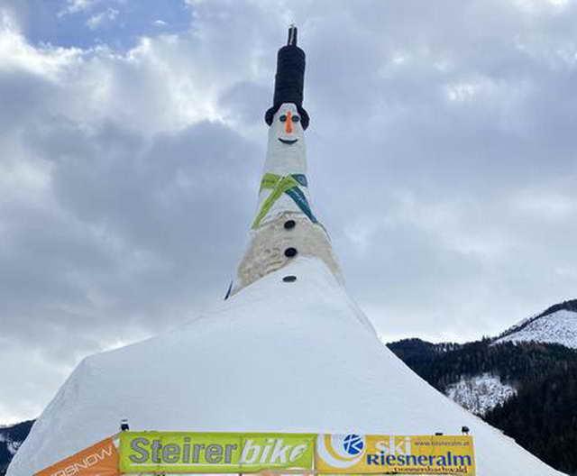 Самый большой снеговик высотой 38,04 метра