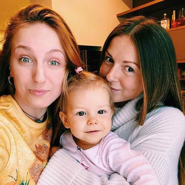 Певица Нюша с дочкой Симба и сестрой Марией Шурочкиной