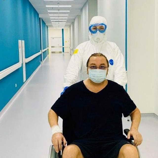 Игорь Николаев в больнице без усов с воспалением легких