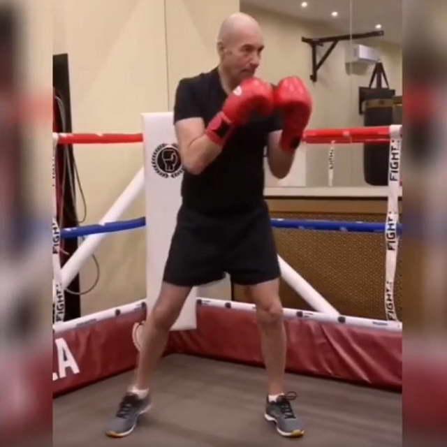 Композитор Игорь Крутой занимается боксом