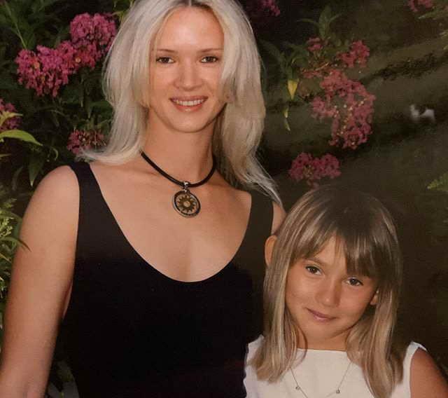 Бывшая жена Александра Серова (Елена Стебенева) с дочкой Мишель