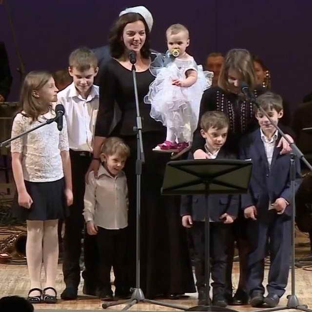 актриса Ирина Леоноваи ее семеро детей от Евгения Цыганова