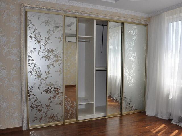 Функциональный и стильный шкаф