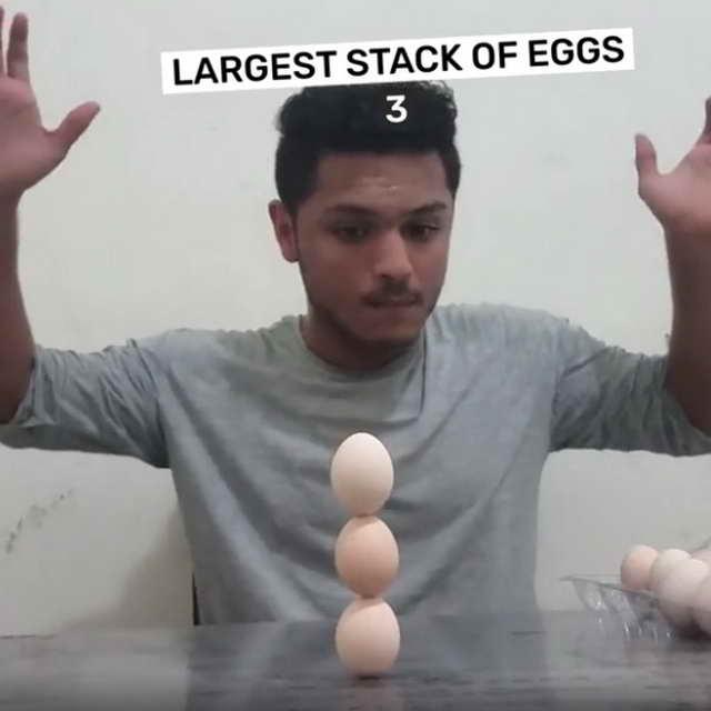 Башня из трех яиц - рекорд Книги Гиннеса