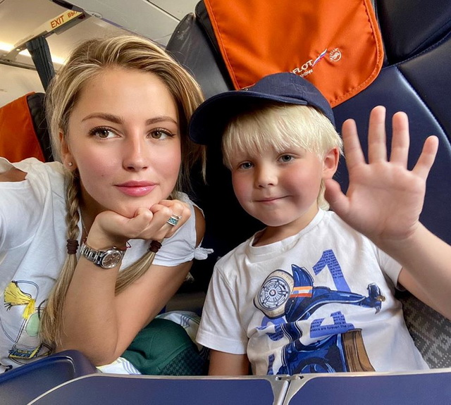 Актриса Анна Михайловская с сыном Мироном