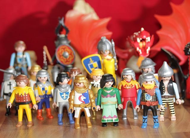 Объемные фигуры персонажей из сказок для рекламы бизнеса