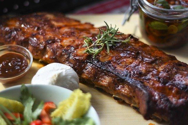 Сочное, ароматное, с хрустящей корочкой мясо от ресторана Ерш с доставкой на дом