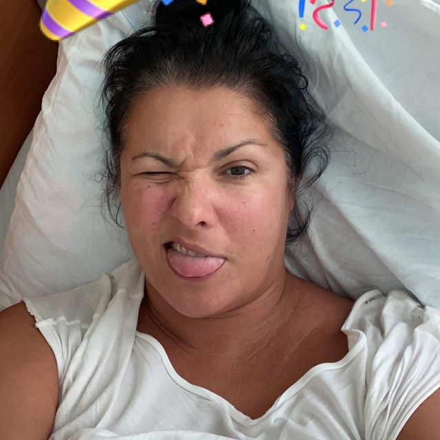 Анна Нетребко на больничной койке с ковидной вирусной пневмонией