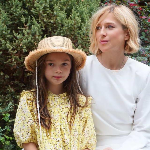 Актриса Ирина Гринева с дочкой Василисой в Крыму в октябре 2020