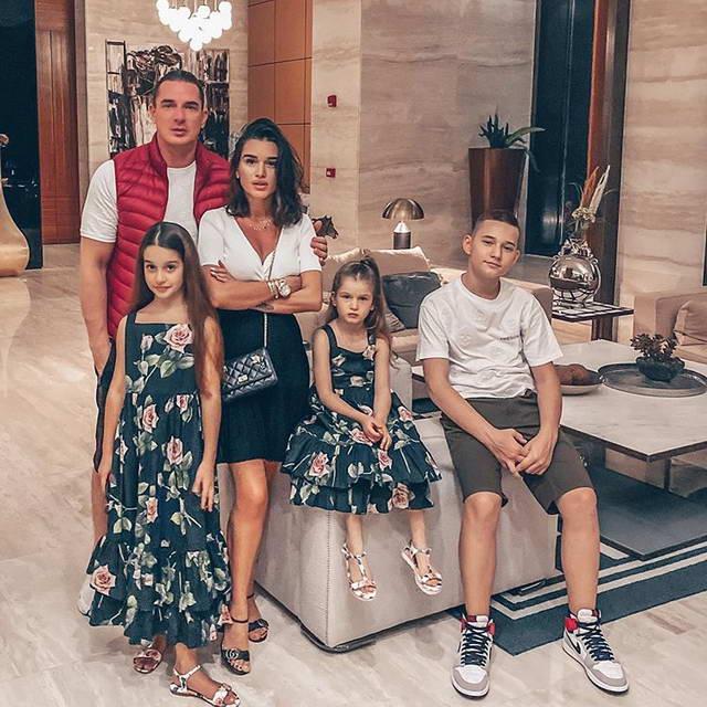Ксения Бородина Омар Курбанов и их дети Ама, Маруся и Тея на отдыхе в Турции