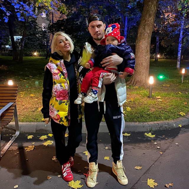 Лера Кудрявцева, Игорь Макаров с дочкой Машей на осенней прогулке