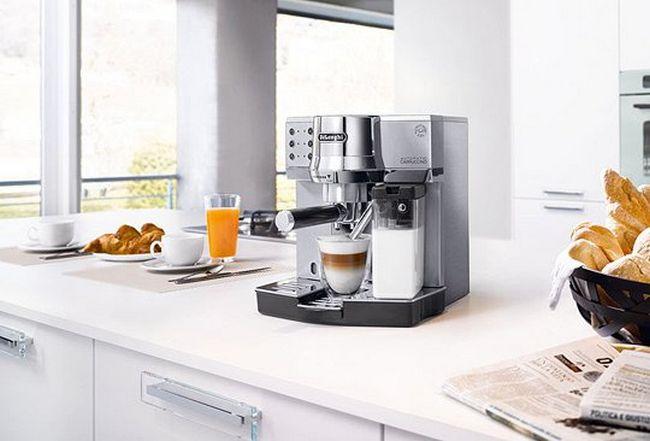 Современные кофемашины имеют множество функций, которые облегчают их использование. Благодаря множеству различным фишкам, можно получить вкусный кофе за короткое время