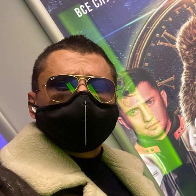 Павел Прилучный после больницы прячет швы